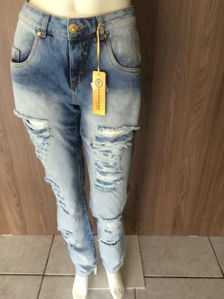 2207f0e65 calça jeans boyfriend feminina destroyed rasgada. Carregando zoom.