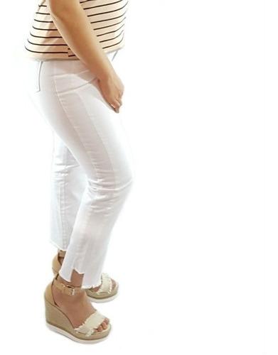 calça jeans feminina reta cropped barra desfiada borda barro