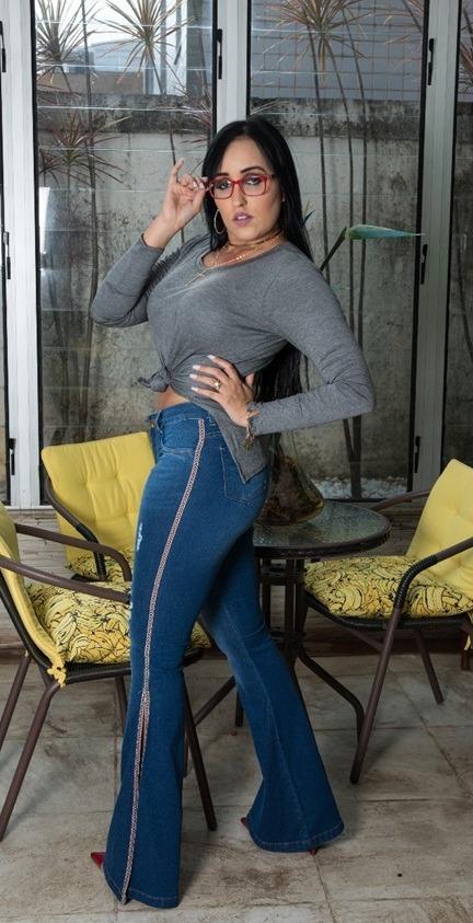 e878ad07b calça jeans flare com lycra e faixa na lateral. Carregando zoom.