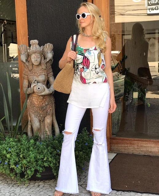 aa246fcf2 Calça Jeans Flare Destroyed Branca Cintura Alta - R$ 159,90 em ...