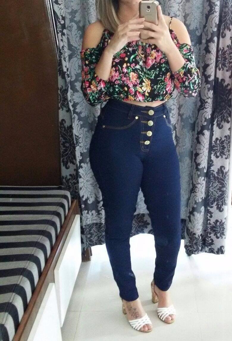 6fb73b3b3 calça jeans hot pants cintura alta - cos alto 4 botões. Carregando zoom.
