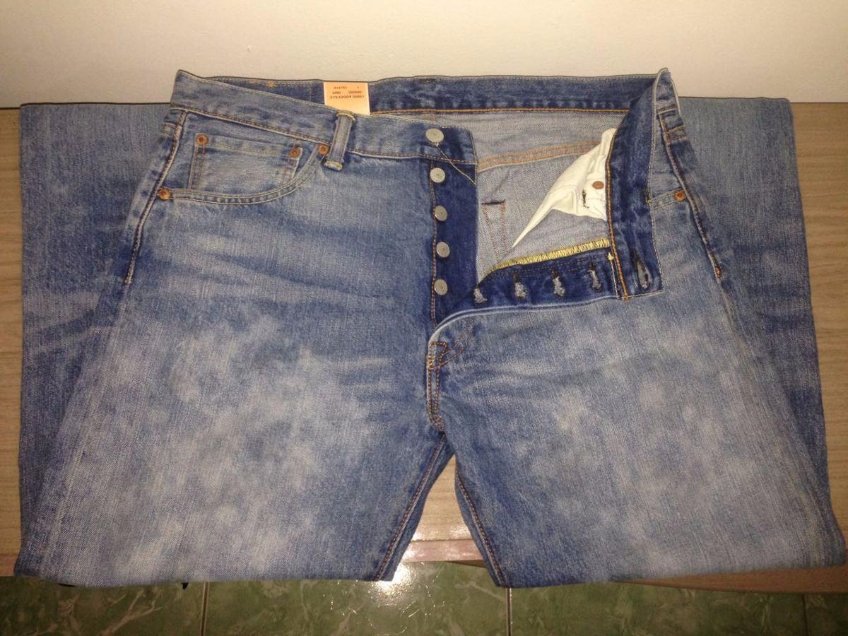 502e1374d calça jeans levi strauss 501 masculina estonada tradicional. Carregando zoom .
