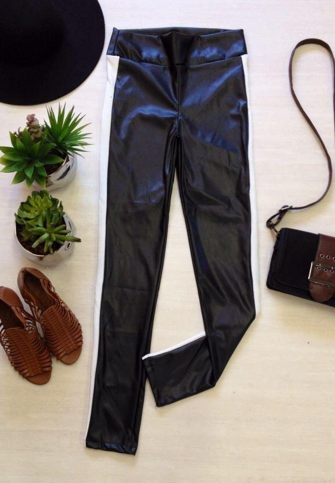 dbdae6c6e calça skinny couro ecológico listra - gi preta. Carregando zoom.