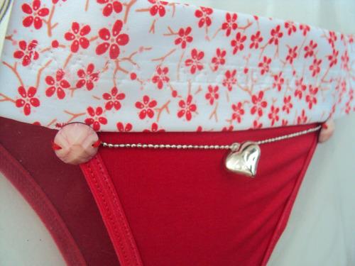 calcinha biquini vermelha flores coração customizada