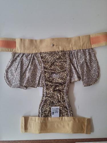 calcinha com saia e pacote de fralda