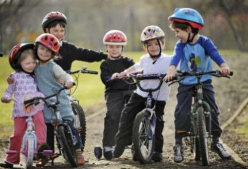calcio niños crecer nutrir huesos deportistas talla músculo