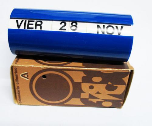 calendario retro de los 60 / 70 en acrilico c/ caja vintage