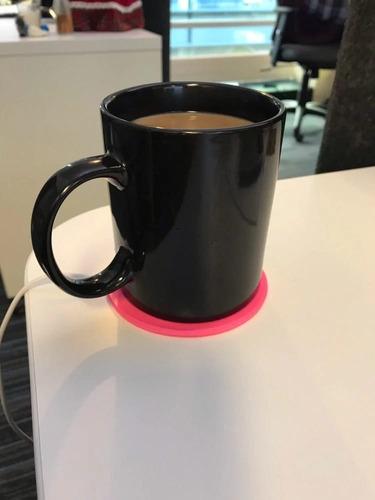 calentador de bebidas color rosa salida  usb