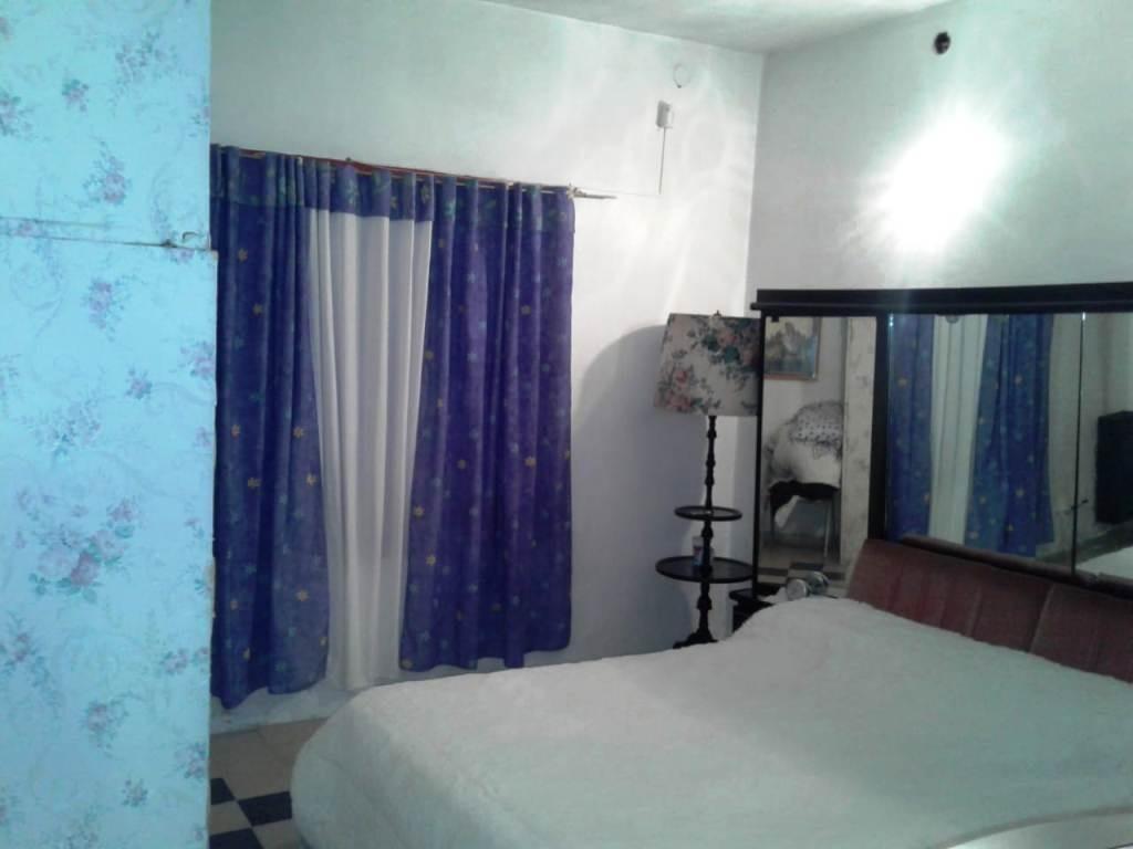 calle 138 bis e/33 y 34 san carlos. casa en venta 3 dormis