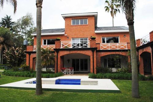 calle 24 e/ 464 y 465 casa de categoría de estilo moderno