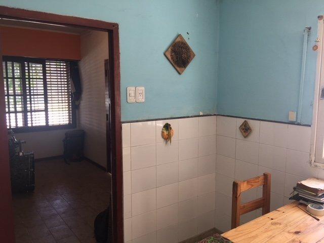 calle 68 e/137 y 138 los hornos. casa en venta 3 dormitorios
