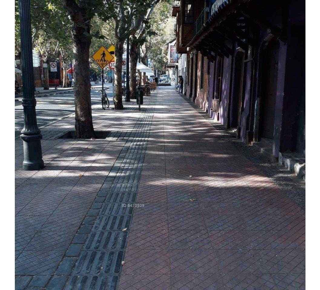 calle pionono a una cuadra del cerro san cristobál