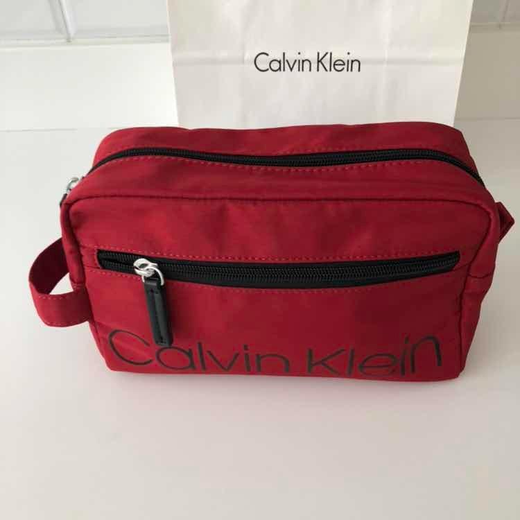 Calvin Klein Jeans Bolso Neceser Rojo Kit Para Viaje -   1.600,00 en ... 6e5a5aaea7