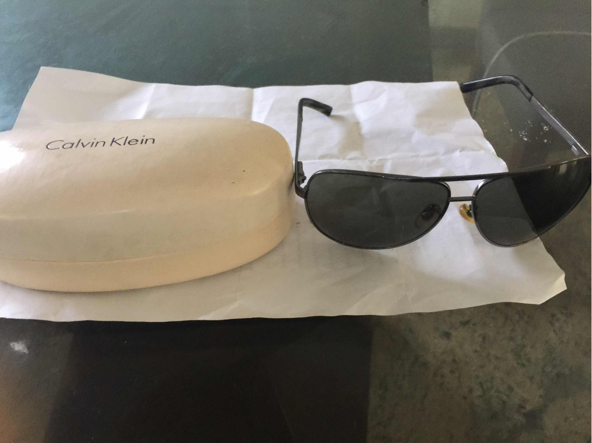 90c1b55158263 Óculos Calvin Klein Unissex Pouco Uso Original - R  69,00 em Mercado Livre