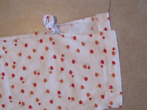 calza blanca con florcitas rojas talle 4 años