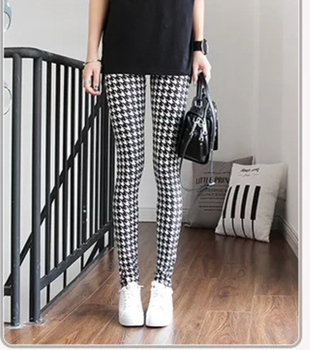 calza cuadros negro y blanco