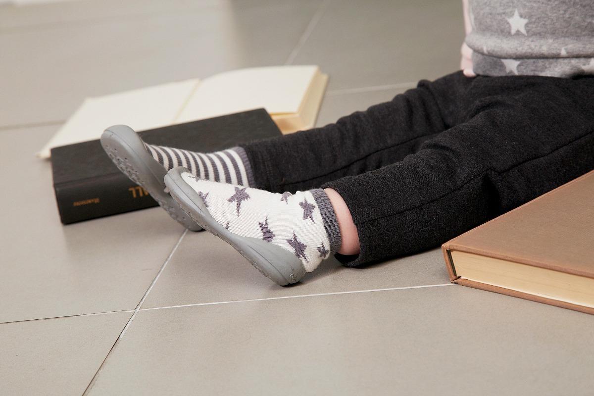 a1ee7303c9d93 calzado para bebés - zapamedias staring. Cargando zoom.