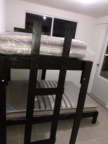 cama alta individual + base matrimonial con colchons básicos