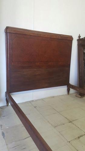 cama antigua en madera de caoba