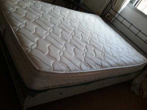 cama de casal em ferro fundido com colchão