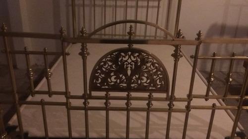 cama de latón antigua