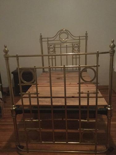 cama de latón indivudual en excelentes condiciones.