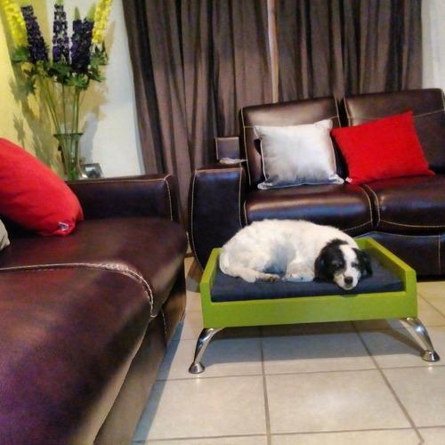 Cama de madera con colchoneta para perro en - Camas para perros de madera ...
