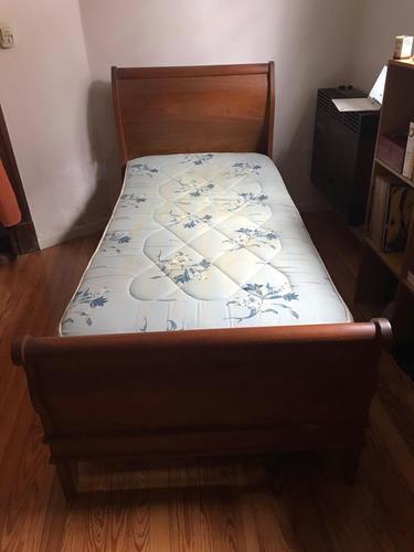 cama de madera de una plaza