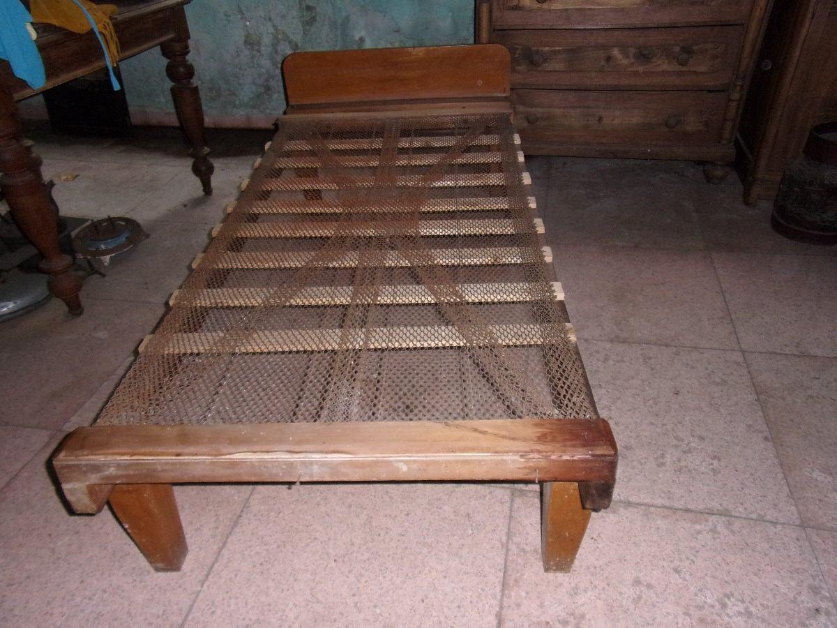 Cama de madera en pino de 1 plaza en mercado for Ofertas de camas 1 plaza