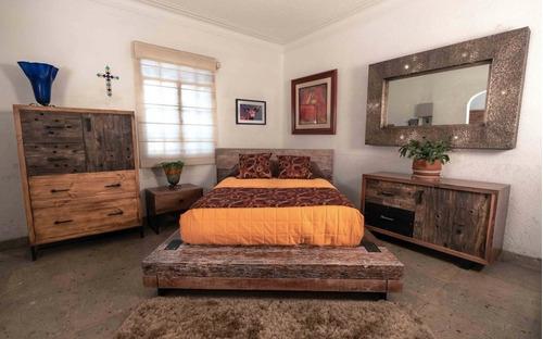 cama de nogal con madera recuperada
