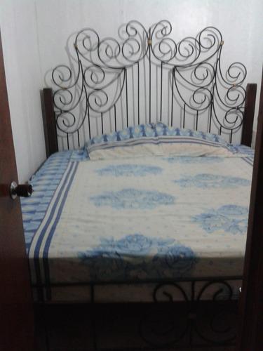 cama king size 2x2  en hierro forjado y madera con colchon