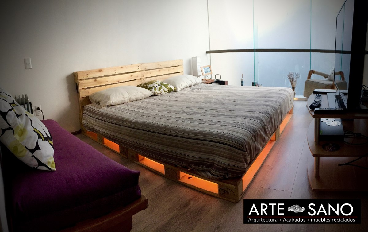 Cama king size de madera reciclada con luz inferior for Base para cama king size medidas