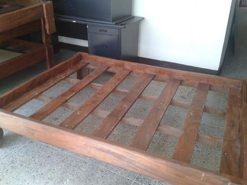 cama matrimonial de madera