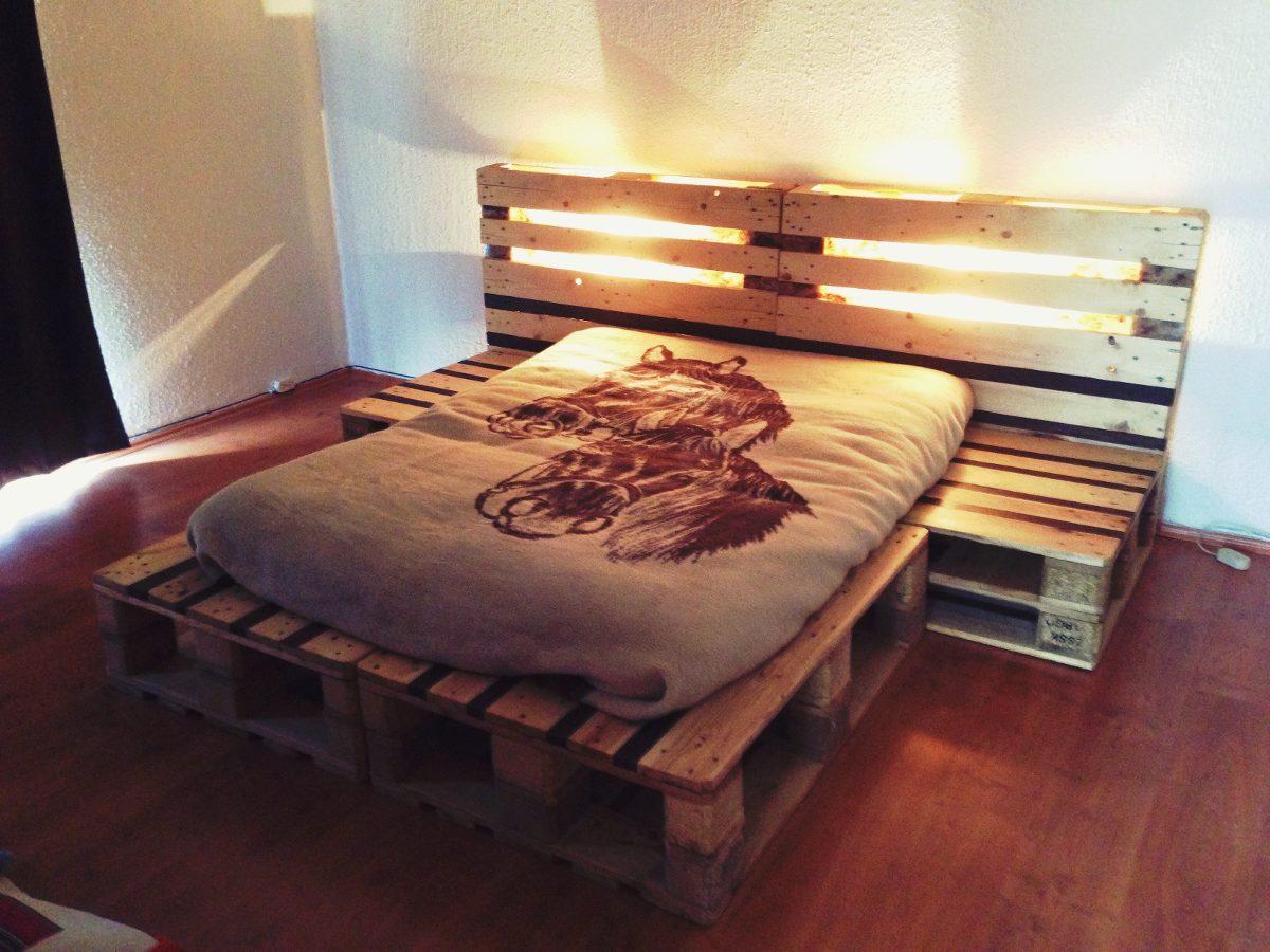 Cama queen size y matrimonial de madera reciclada for Bases de cama hechas con tarimas