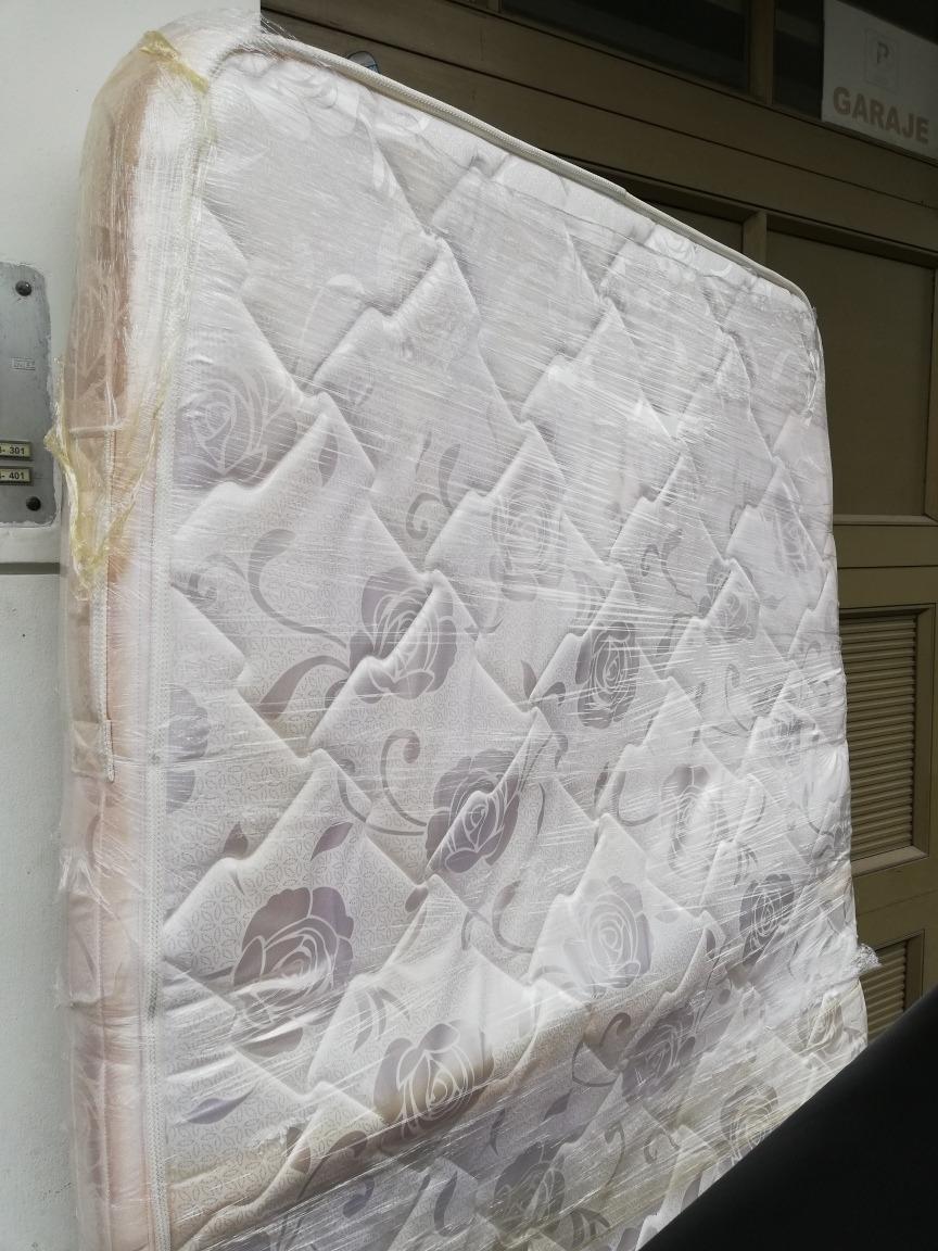 cama semidoble y colchón semiortopédica
