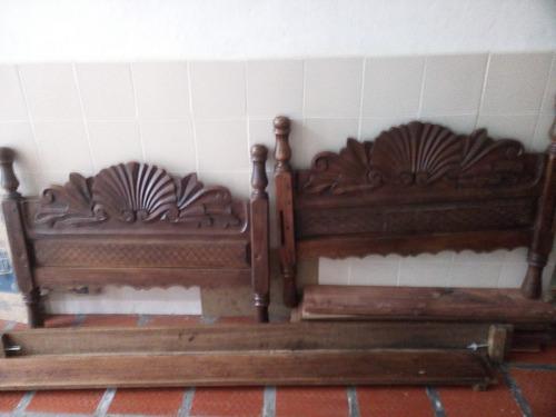 cama sencilla  ,tallada  en madera.