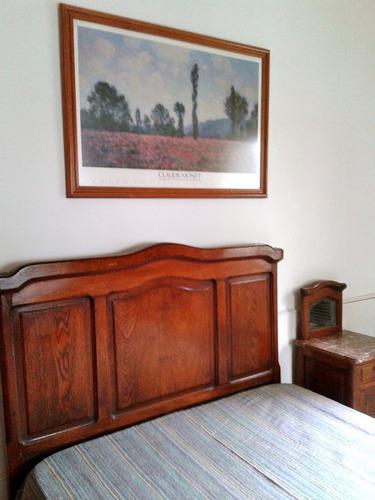 cama y mesas de luz muy antiguas de roble americano macizo