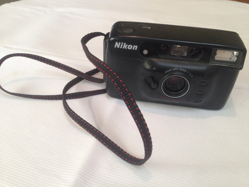 cámara automática nikon