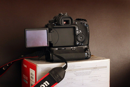camara dsrl canon 60d + lente efs 18-135mm is + battery grip