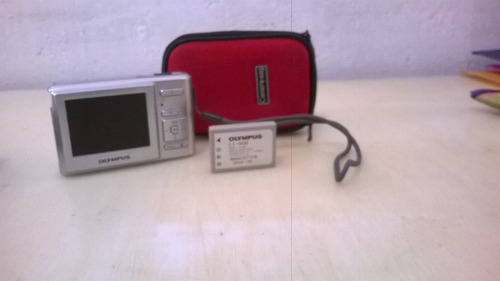 camara fotografica olimpus simi-nova pouco uso com bateria t