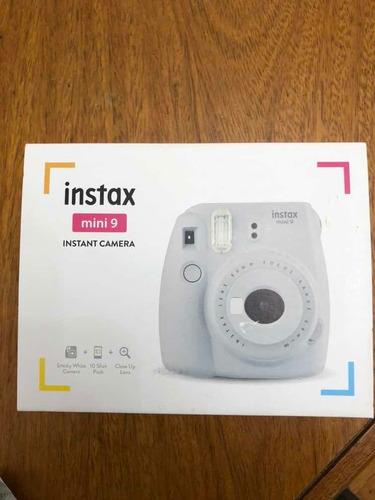 cámara instax mini 9 ( incluye un rollos de 10 fotos)