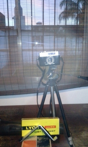 cámara konica ee matic + tripode