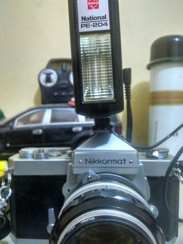 camara nikkormat con flash