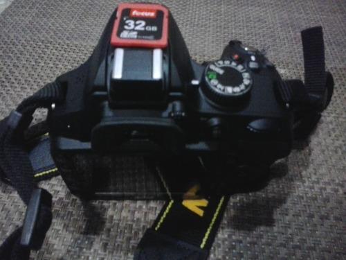 cámara nikon con accesorios