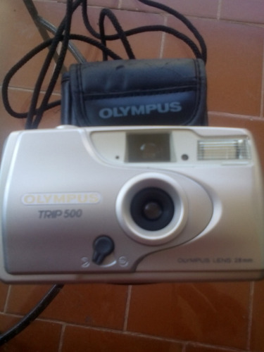 camara olympus trip 500 28mm. usa rollo de pelicula de 35mm.