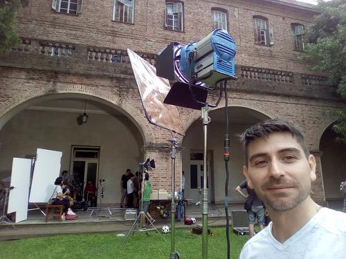 camarógrafo con equipos de filmación. camarógrafo freelance