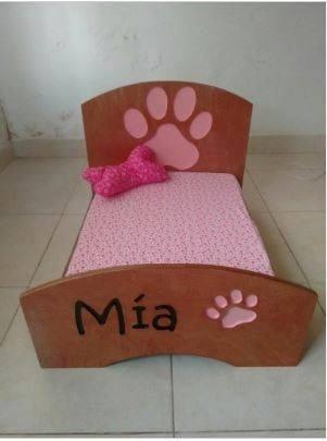 Camas en madera para perros gatos en mercado for Camas para perros de madera