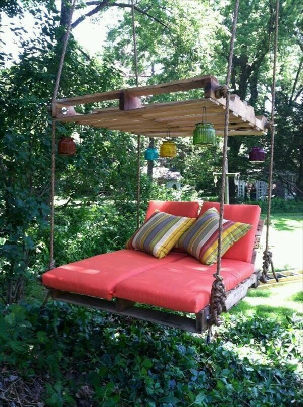camas y hamacas colgantes en madera