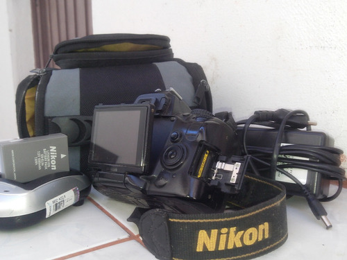 camera fotografica proffisional nikon d5000 (sem a lente)