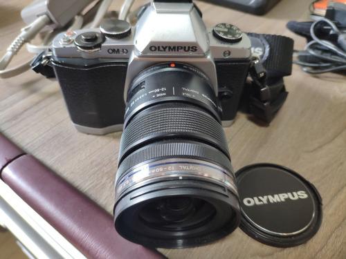 camera olympus omd em5 com lente e acessórios. om-d e-m5